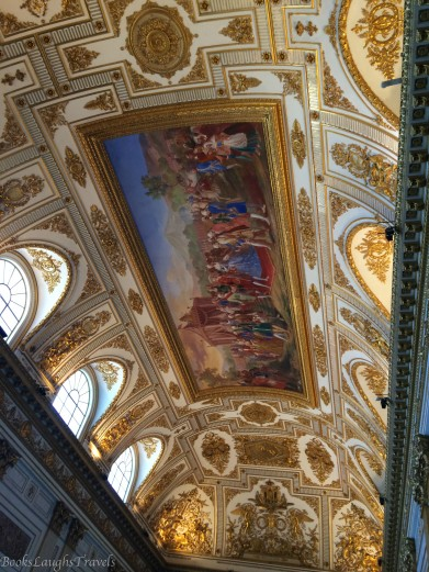 Golden ceiling of the throne room